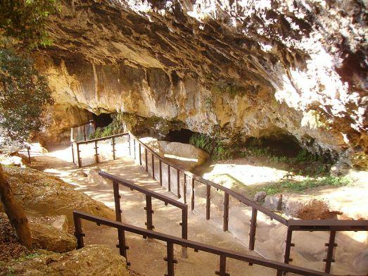800px-Grotta_del_romito1H