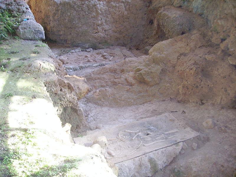 800px-Grotta_del_romito3H